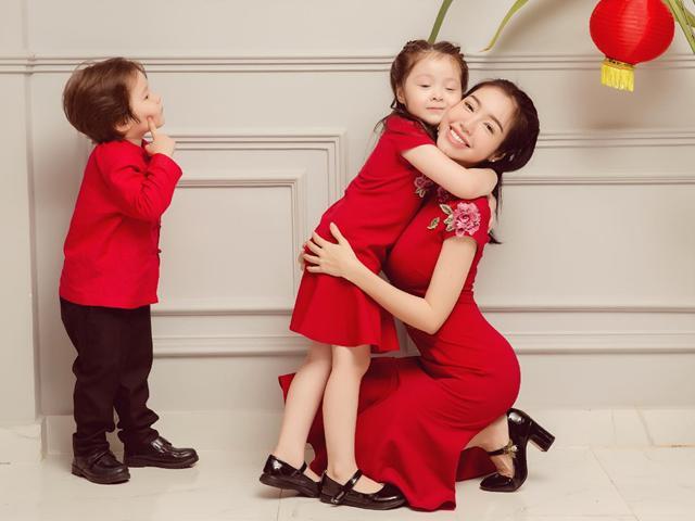 3 mẹ con Elly Trần khiến fan thốt lên Cưng muốn xỉu khi đón Trung Thu sớm siêu ngọt ngào