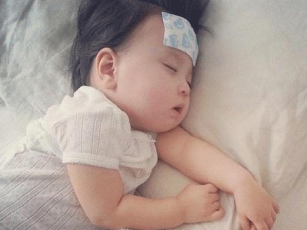 Sốt xuất huyết ở trẻ em: 5 triệu chứng phổ biến không được bỏ qua - 4