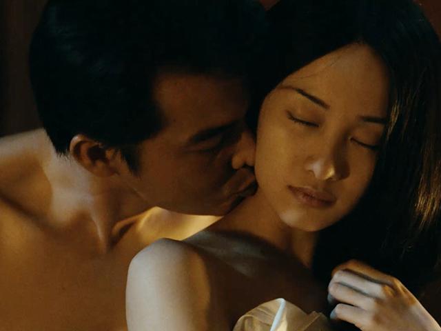 Làm người bất tử, chồng cũ Lê Phương có cảnh nóng bỏng mắt với Jun Vũ