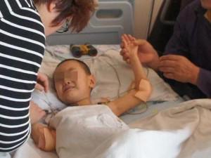Cậu bé 3 tuổi bị viêm dạ dày do ăn cơm chan canh, cảnh báo thói quen rất nguy hiểm