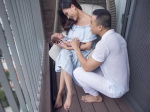 Nhìn nụ cười viên mãn của Thúy Diễm bên cạnh chồng và con trai, ai nấy đều hạnh phúc lây!
