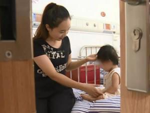 Con hơn 1 tuổi còi cọc mẹ không quan tâm, đi khám bác sĩ nói chậm phát triển 7 tháng
