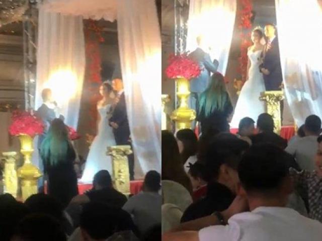 Cầm tay cô dâu trong đám cưới, chú rể lỡ gọi tên người yêu cũ khiến quan khách choáng váng