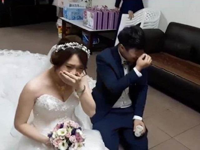 Đám cưới đang xúc động, chú rể làm chuyện chẳng ai ngờ