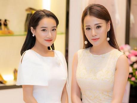 """""""Quỳnh Búp Bê"""" nổi bật, đẹp lấn át Nhã Phương tại sự kiện diễn ra ở Hà Nội"""