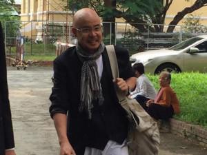 Đặng Lê Nguyên Vũ tươi cười xuất hiện tại tòa hòa giải ly hôn lần 3
