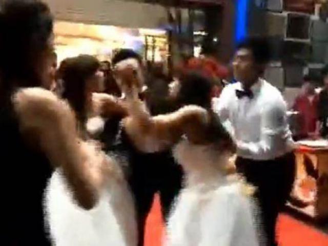 Hai cô dâu xuất hiện gây lộn trong đám cưới, chú rể sốc nặng khi cả hai đều mang thai