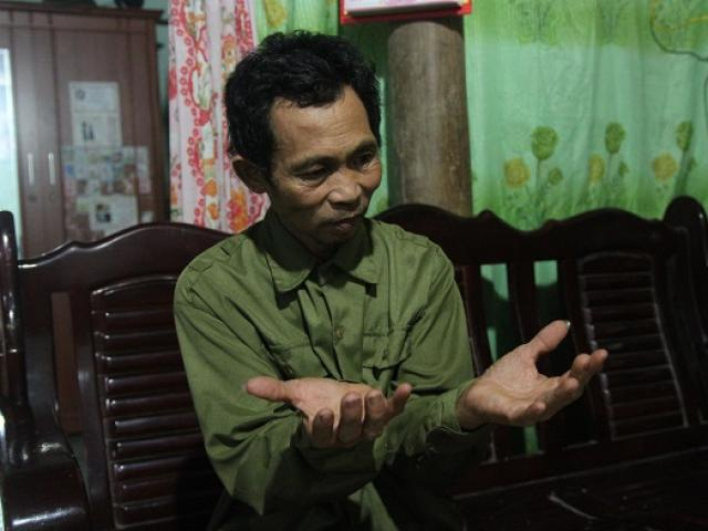 Người đàn ông 26 năm làm nghề bốc mộ và những lần giật bắn mình khi lật nắp áo quan