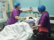 Lên bàn mổ đẻ, mẹ suýt chết 3 lần, dùng cạn 128 bịch máu dự trữ của bệnh viện