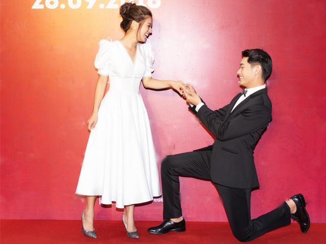 Cầu hôn Hoàng Yến Chibi tại sự kiện, Quang Đăng nhiều lần quỳ gối trước vợ mới