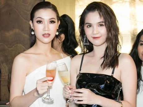 Hoa hậu Áo dài Phí Thùy Linh khác lạ với style lạnh lùng đọ sắc cùng Ngọc Trinh