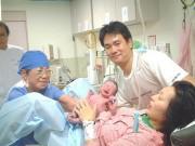 Nhập viện vì đau bụng, mẹ khăng khăng mình không có thai nhưng 3 phút sau đã... đẻ con