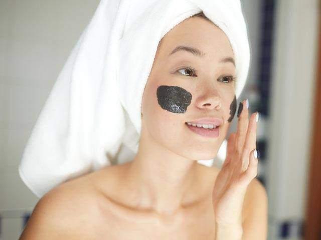Tự làm mặt nạ đất sét thải độc da thổi bay mụn