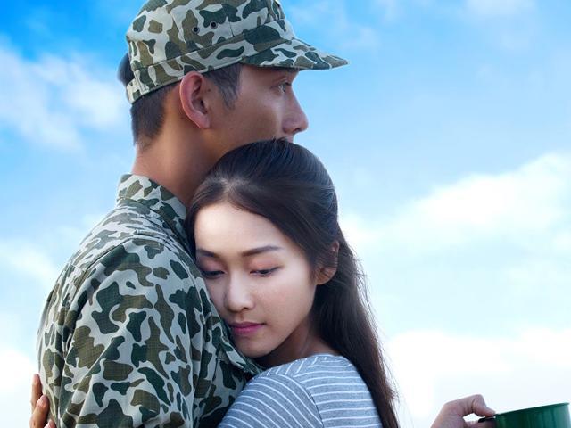 Hậu Duệ Mặt Trời bản Việt công bố loạt ảnh đẹp chuẩn Hàn, hé lộ lý do đổi quân phục