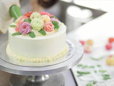 Cách làm bánh kem sinh nhật vừa mềm vừa thơm, đẹp mắt tặng người thân
