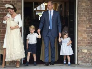 """Bà bầu - Công nương Kate mang thai lần 4 vì """"nhỡ"""", dư luận tranh cãi gay gắt về hệ lụy sau này"""