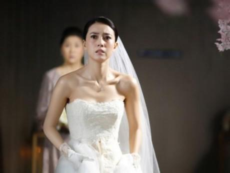 """""""Món quà"""" chú rể tặng trong ngày cưới khiến cô dâu tái mặt, khách khứa sững sờ"""