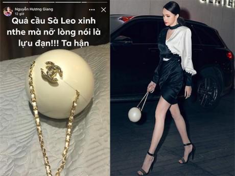 """Hoa hậu Hương Giang """"oán hận"""" vì xách túi hàng hiệu mà ai cũng bảo...xách lựu đạn"""