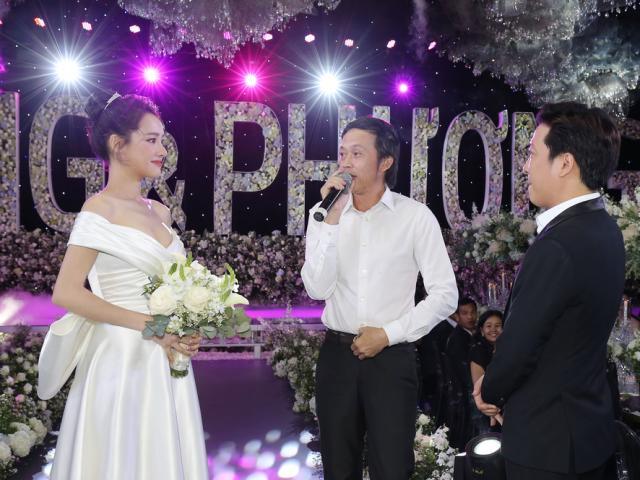 Đám cưới đôi trẻ Giang-Phương, đàn anh Hoài Linh hát mừng Tiễn bước sang ngang