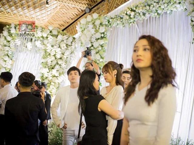 Ánh mắt của người cũ dành cho Bảo Anh tại đám cưới Trường Giang gây sốt