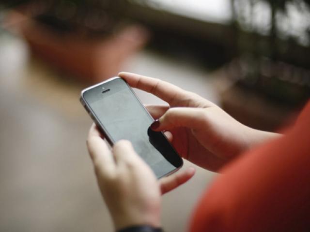 Cột sóng wifi lạ hé lộ mối tình vụng trộm suốt 3 năm của chồng