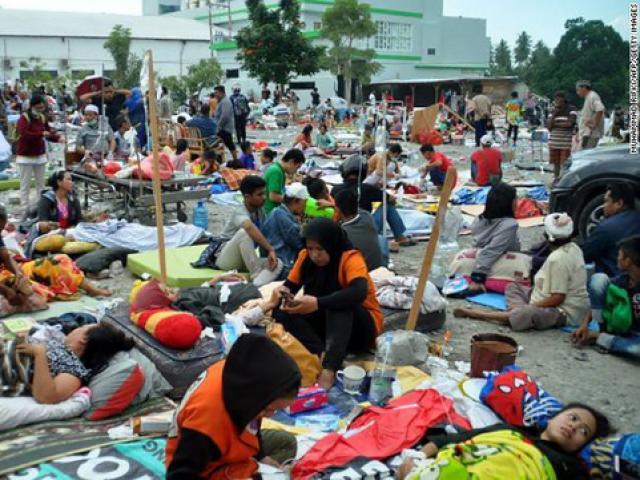 420 người chết, tù nhân bỏ trốn, nhiều thi thể nổi trên biển sau động đất kinh hoàng ở Indonesia