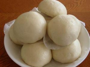 Người phụ nữ bị sốc nhiễm độc sau khi ăn bánh bao thừa cất trong tủ lạnh