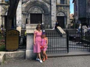 Mẹ đơn thân tử vong vì bị sắt rơi giữa phố: Ai sẽ chăm sóc con gái 6 tuổi?
