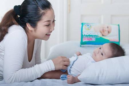 Cùng Huggies chia sẻ kinh nghiệm chăm sóc bé yêu - 1