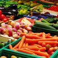 Giá thực phẩm tại chợ Long Biên 19-2