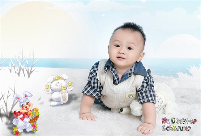 Cậu bé có nickname cu Tí sinh ngày 29/11, bé được 13 tháng tuổi rồi đó.