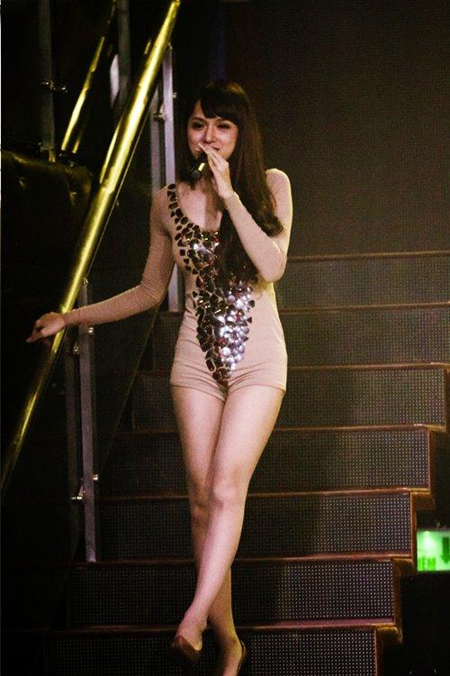 huong giang idol bat ngo bi fan cuong om hon - 5