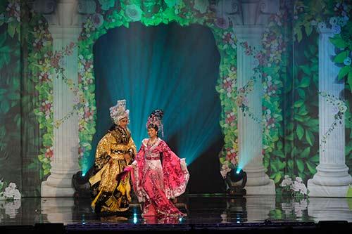 "ha phuong ""lay tron"" nuoc mat khan gia vn tai my - 2"