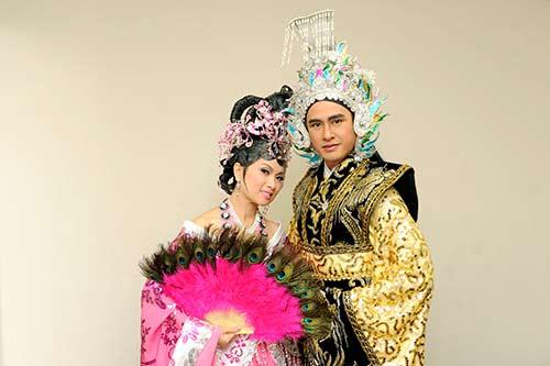 "ha phuong ""lay tron"" nuoc mat khan gia vn tai my - 6"