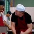 Cùng trẻ mồ côi học nấu cà ri heo