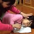 Làm mẹ - Clip rửa mũi trẻ 'chuẩn không cần chỉnh'