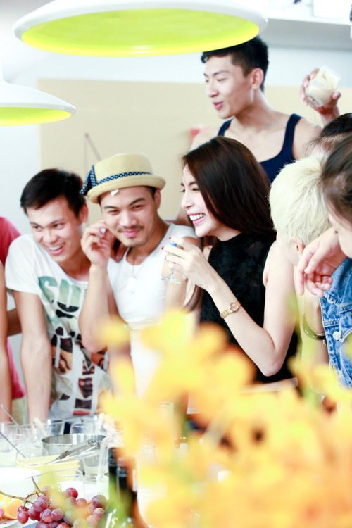 thuy tien than mat voi thi sinh next top model - 6