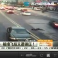 Tin tức - Video: Thoát chết thần kì sau 2 lần bị ô tô đâm