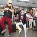 Làng sao - Psy nhí lại gây náo loạn khi tới Việt Nam