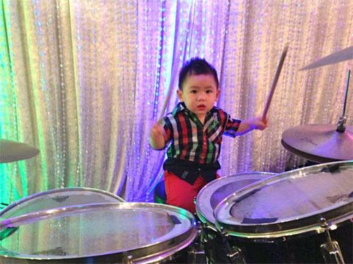 con trai bang kieu ngo nghinh don halloween - 8