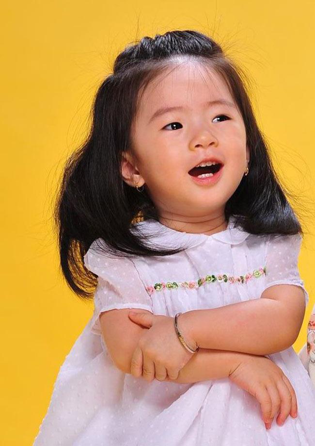 Là MC quen thuộc, đã từng ghi dấu ấn qua các chương trình như: Nhịp sống Sài Gòn, Vui cùng Hugo, Tam sao thất bản,Thanh Thảo Hugo kết hôn năm 2007 và năm 2010, cô có một con gái kháu khỉnh. Tên thật của bé là Thảo Chi và nickname ở nhà là Dâu.