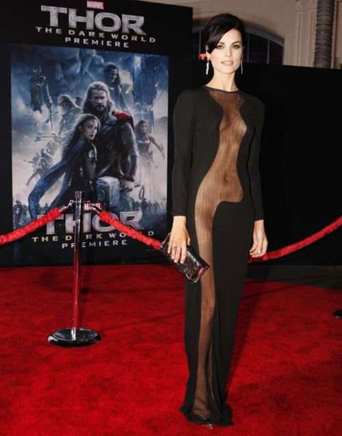 Candice Swanepoel lộng lẫy bên áo ngực triệu đô-12