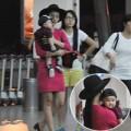 Làng sao - Mẹ con Diệp Bảo Ngọc nổi bật ở sân bay
