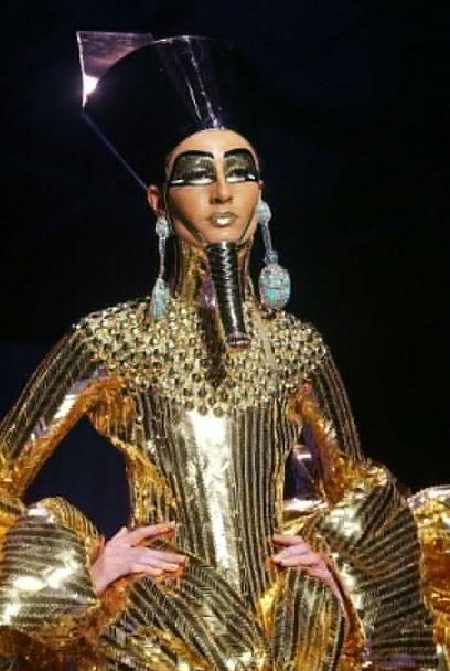 phong cach cleopatra 'song mai' trong lang thoi trang - 11