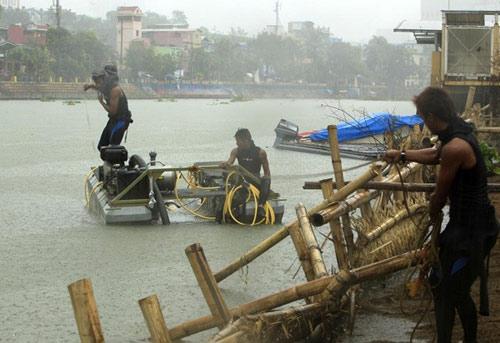 Cận cảnh siêu bão Haiyan càn quét Philippines - 14