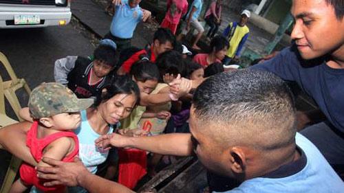 Cận cảnh siêu bão Haiyan càn quét Philippines - 8
