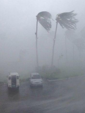 Cận cảnh siêu bão Haiyan càn quét Philippines - 4