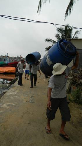 Dân miền Trung bắt đầu chạy siêu bão HaiYan - 10