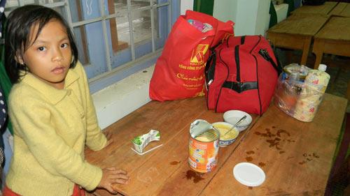 """Dân """"chạy"""" vào khách sạn tránh bão Haiyan - 5"""