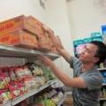 Tin tức - Người HN hối hả tích trữ đồ ăn đối phó bão Haiyan